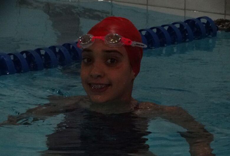 Julia Y Castro, talento da natação, sonha com ouro nos 100m peito