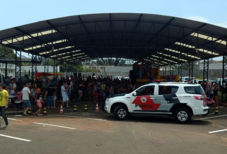 Polícia Militar anima o sábado da criançada são-carlense