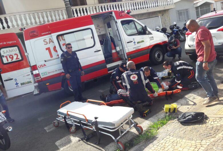 Motociclista perde a consciência ao ser atingido por carro no Centro
