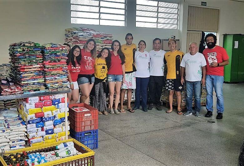 Estudantes doam mais de 12 toneladas de alimentos para o Fundo Social