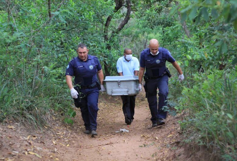 Corpo é encontrado enterrado em mata no Zavaglia