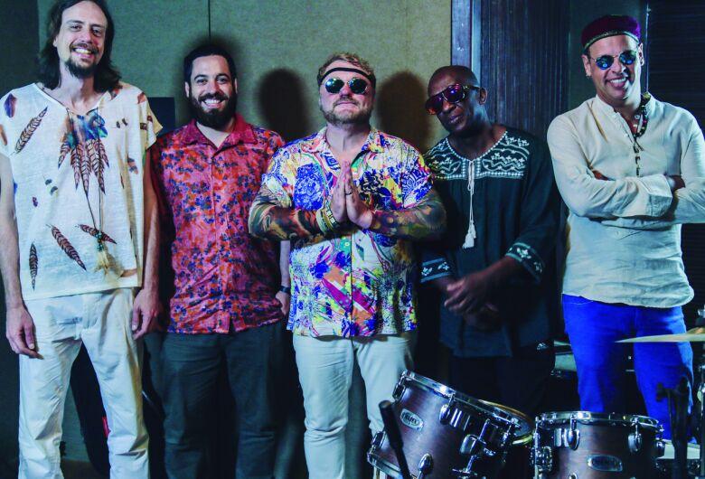 Banda Refazenda apresenta o show Tributo a Gilberto Gil no Sesi São Carlos