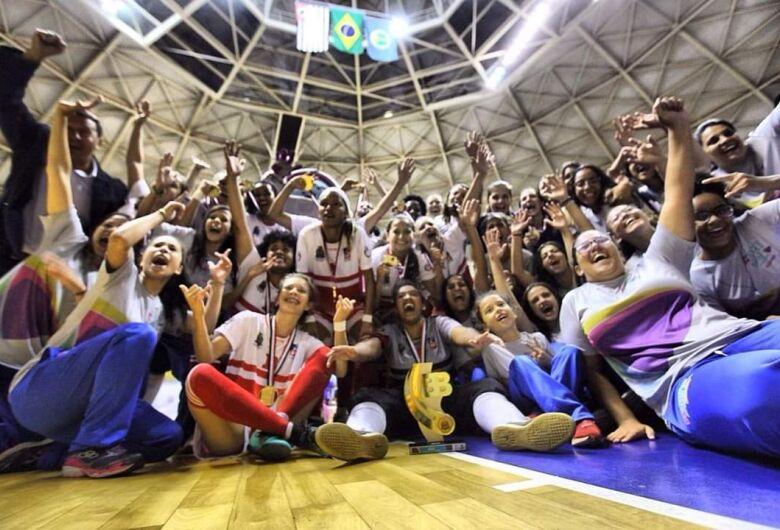 Meninas do futsal fazem história e colocam a medalha de ouro no peito