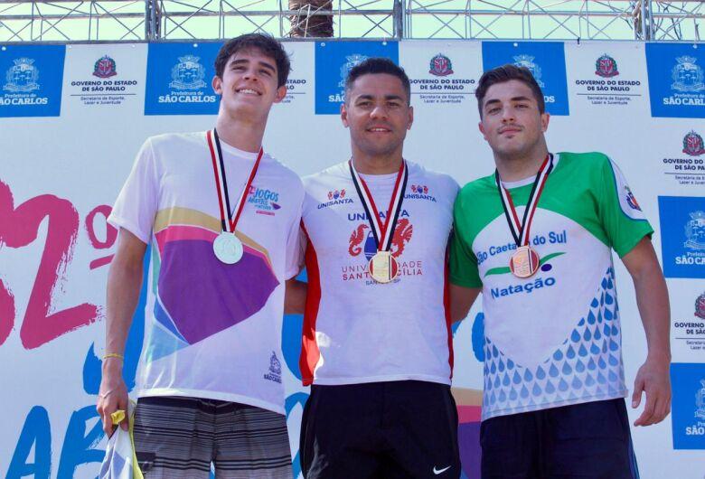 Natação convencional de São Carlos leva primeira medalha nos Abertos