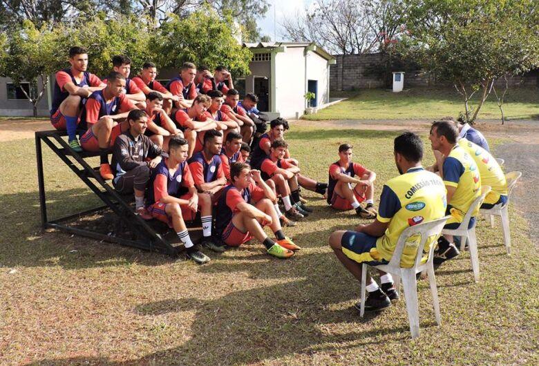 Equipe profissional do Grêmio Sãocarlense reinicia treinamentos