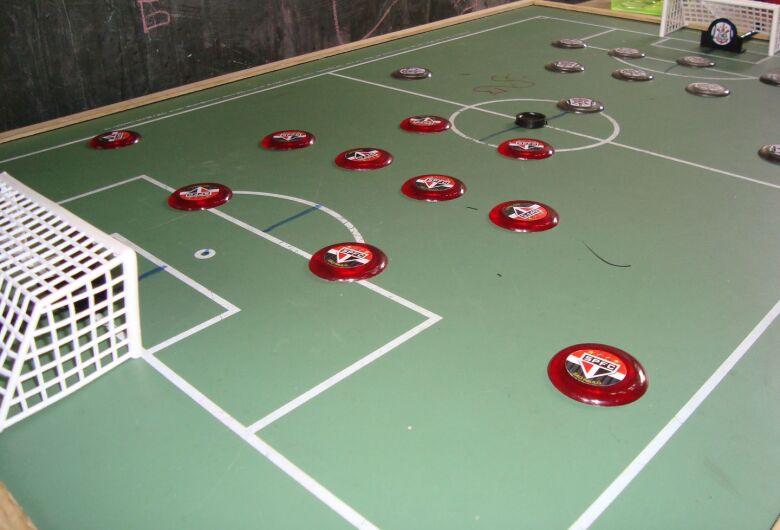 Biblioteca Comunitária da UFSCar promove práticas de futebol de botão