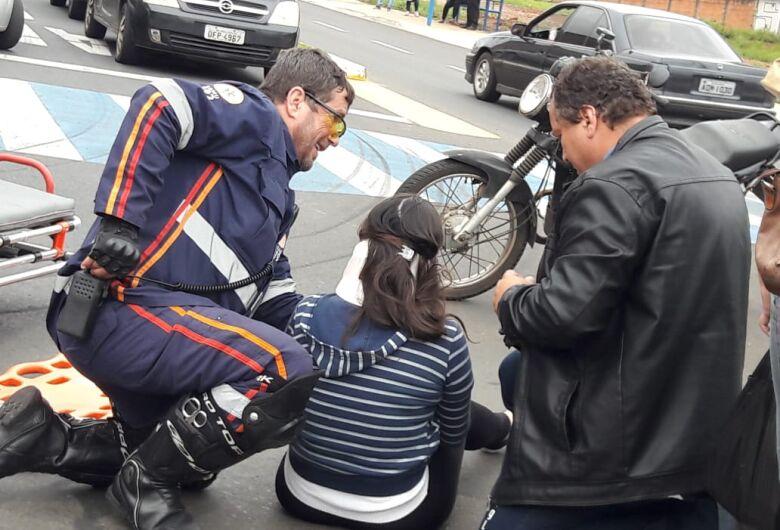 Colisão entre carro e moto deixa dois feridos na Vila Isabel