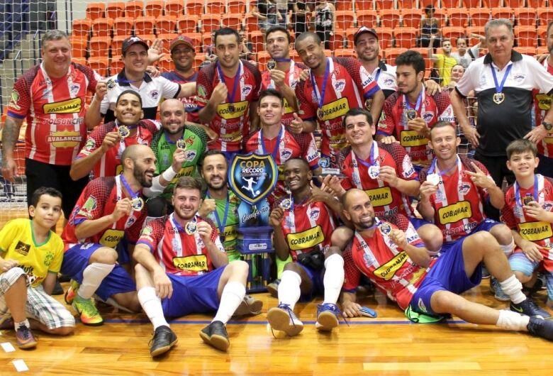 """São Carlos Futsal encara São João no """"grupo da morte"""""""