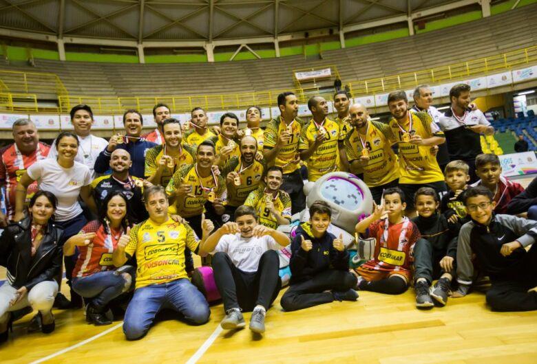 São Carlos Futsal comemora e conquista ouro invicto
