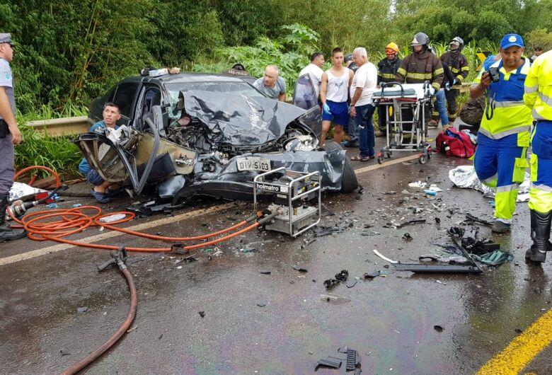 São-carlenses se envolvem em grave acidente na SP-225
