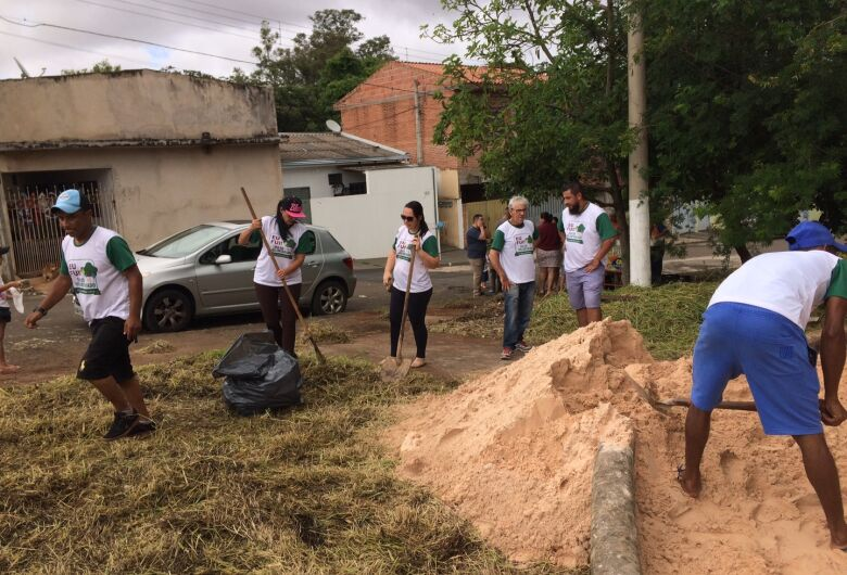 São Carlos Ambiental promove limpeza em praça no Jardim Coqueiros