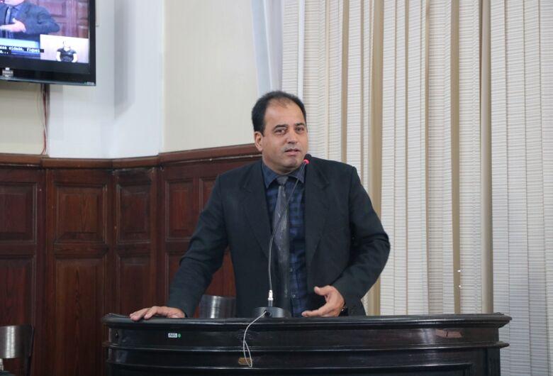 Vereador Sérgio Rocha aponta necessidade urgente de recape em diversos bairros