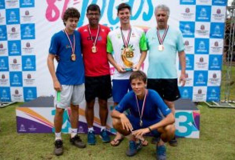 Tênis dourado para São Carlos no masculino sub20