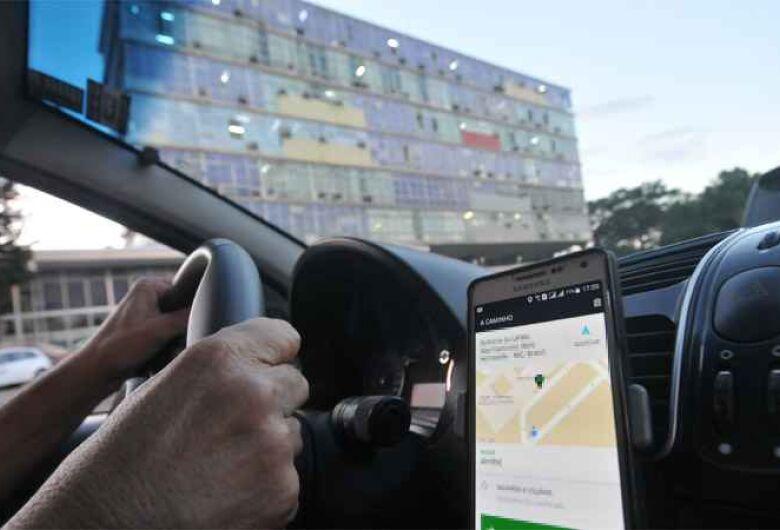 Motorista de Uber é assaltado por dupla armada