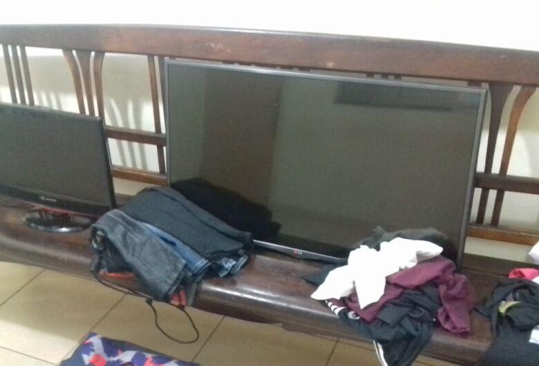 Adolescente é flagrado pela vítima durante furto em residência