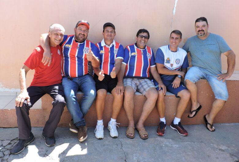Cidade paranaense cumprimenta Grêmio Sãocarlense por visita e jogo festivo