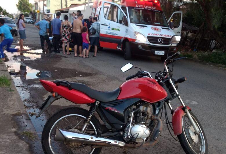Buraco no asfalto causa grave acidente no Santa Felícia