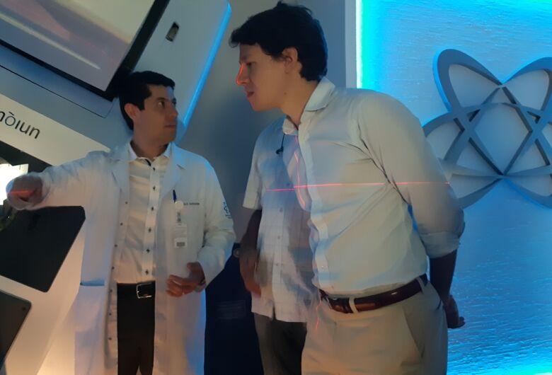 Santa Casa recebe o gerente do Shopping Iguatemi São Carlos para visita de cortesia