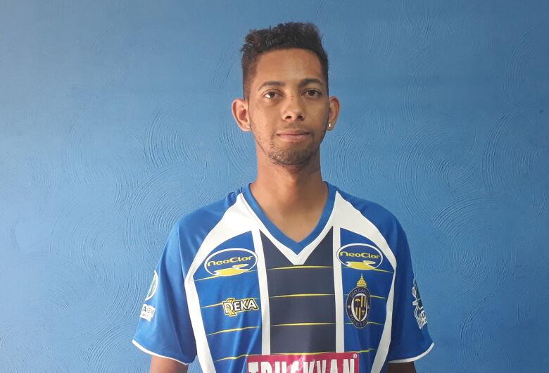 São Carlos confirma contratação do atacante Érik