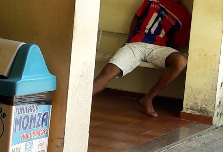 Vizinho briguento é detido com celular roubado e tenta subornar autoridade policial