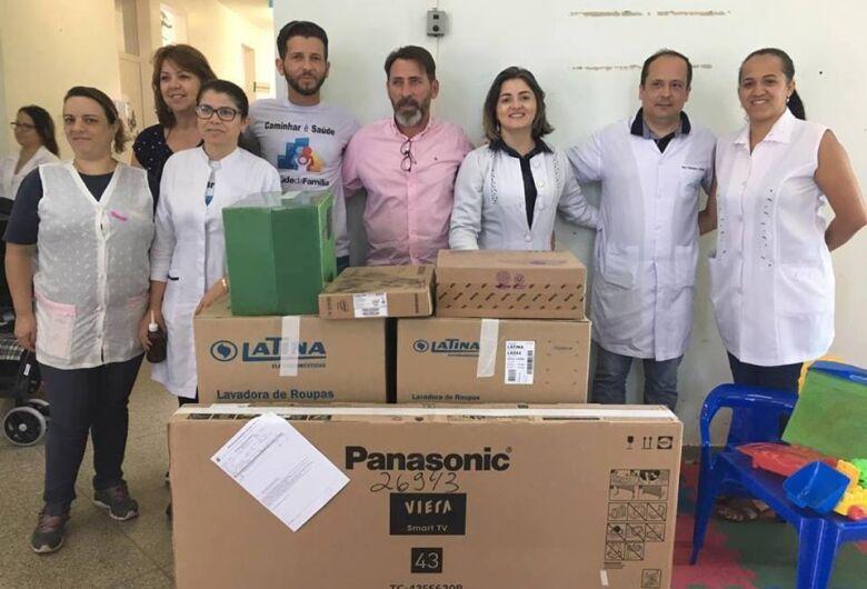 Vereador Elton Carvalho recebe equipamentos adquiridos com emenda parlamentar para a USF Jóquei Clube e Jd. Guanabara