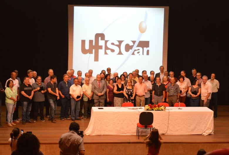 UFSCar presta homenagem a servidores com mais de 35 anos de carreira