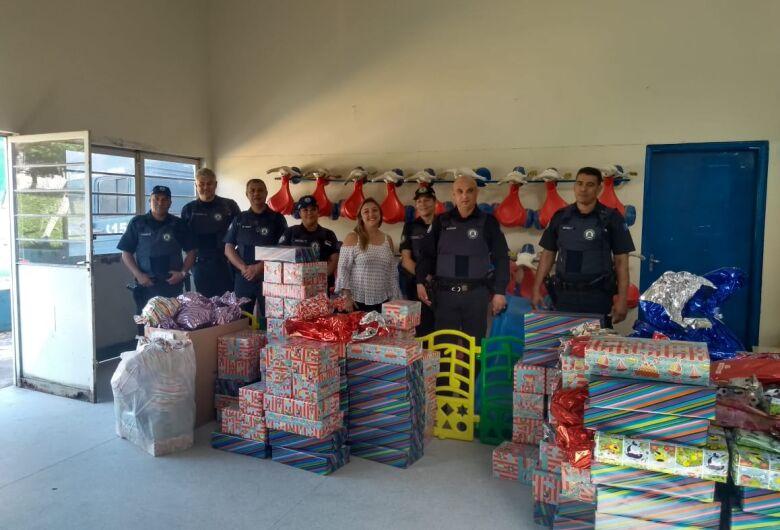 Guardas municipais fazem a alegria de crianças de Cemei no Aracy