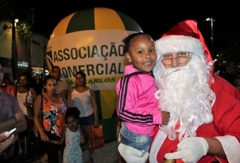Abertura da Programação de Natal da ACISC movimenta o comércio