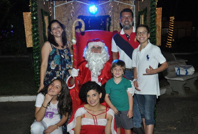 Papai Noel da Acisc é atração na Praça da XV