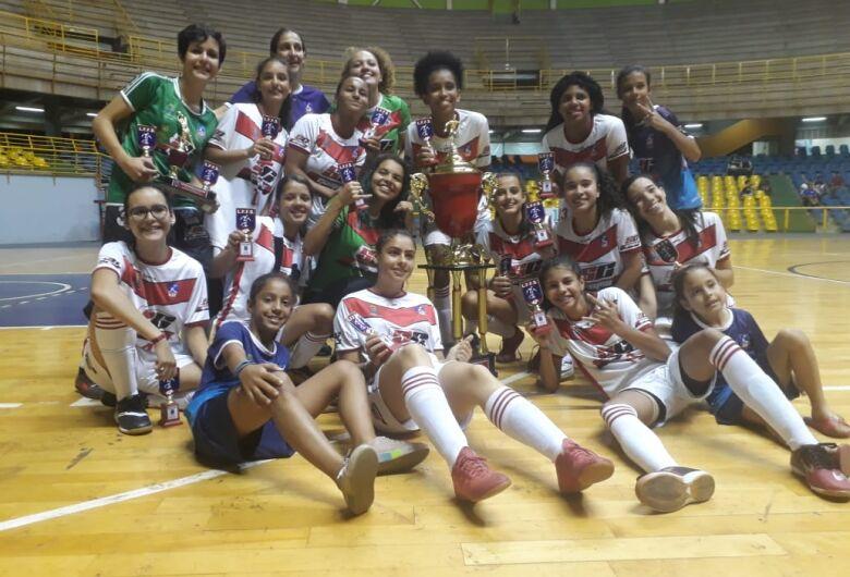 Futsal feminino de São Carlos encerra temporada com dois títulos