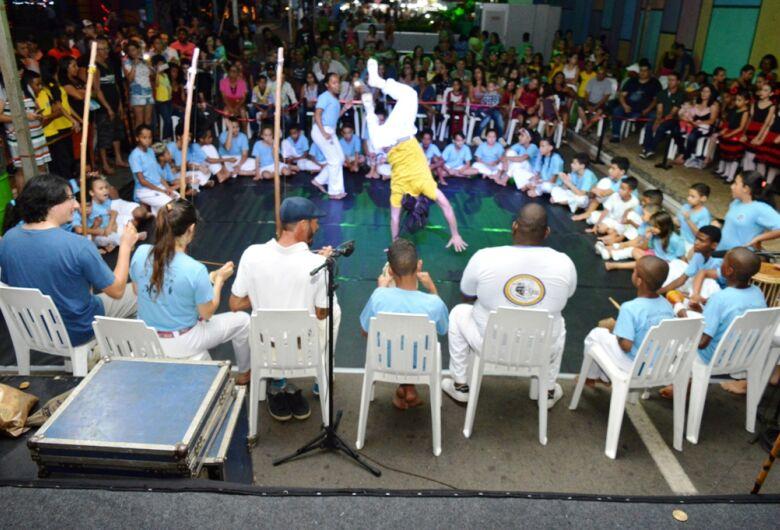"""""""Natal de Luzes e Sons Ibaté 2018"""" tem mais um final de semana agitado na Praça Central"""