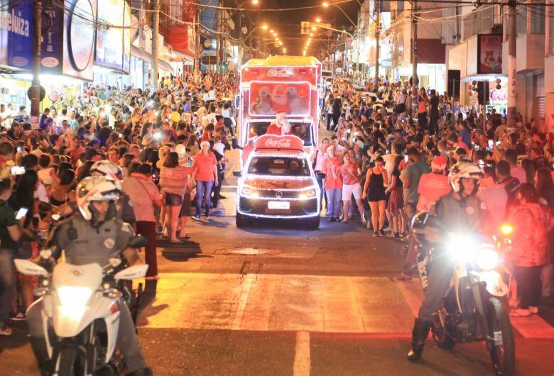 Veja fotos e vídeo da passagem da Caravana de Natal Coca-Cola por São Carlos
