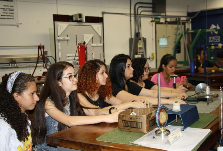 Alunos carentes do ensino médio de São Carlos integram-se à Universidade