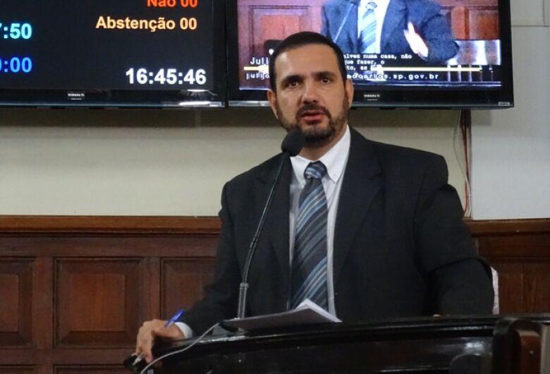 Julio Cesar cobra melhorias em área de exames para habilitação na Vila Prado
