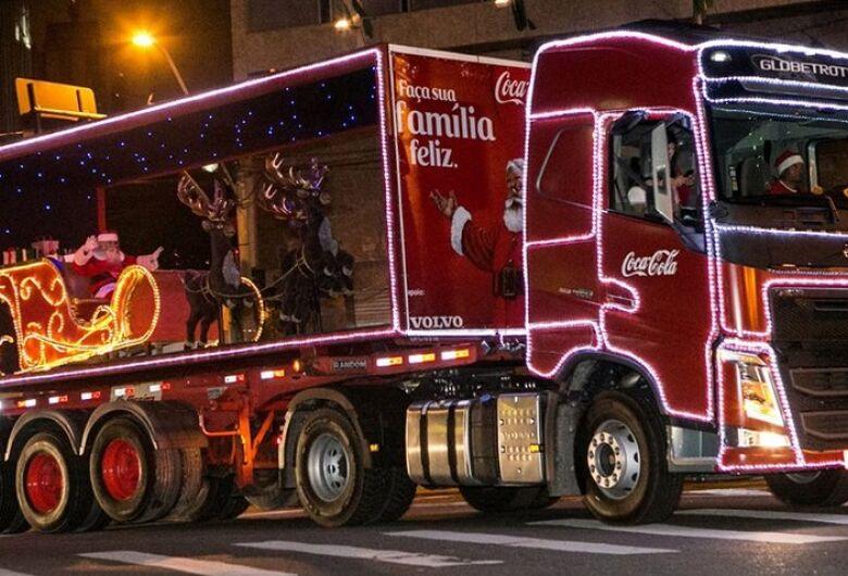 A magia e o brilho do Natal! Caravana iluminada da Coca-Cola chega a São Carlos