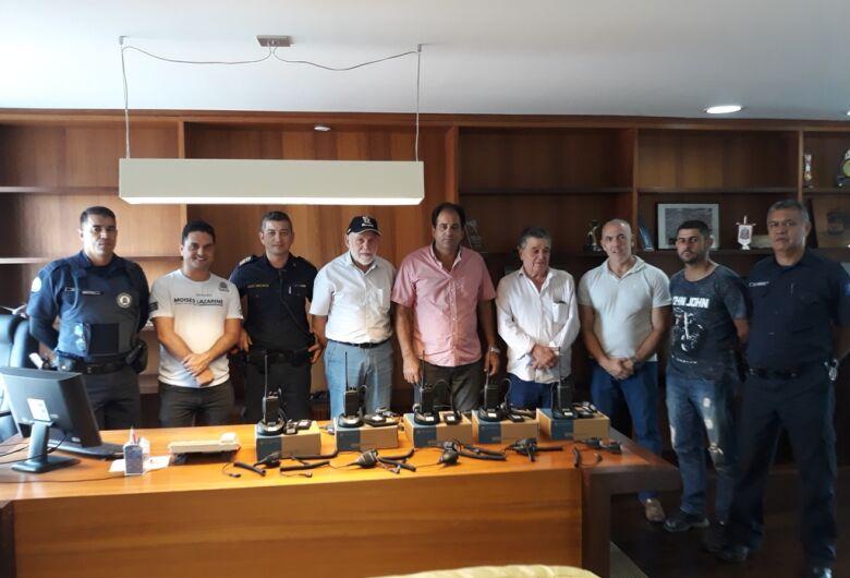 Vereador Sérgio Rocha participa de entrega de Rádio Comunicadores à Guarda Municipal