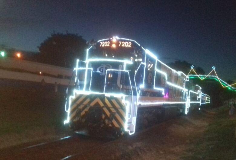 Trem iluminado passa hoje por Ibaté e chega a São Carlos