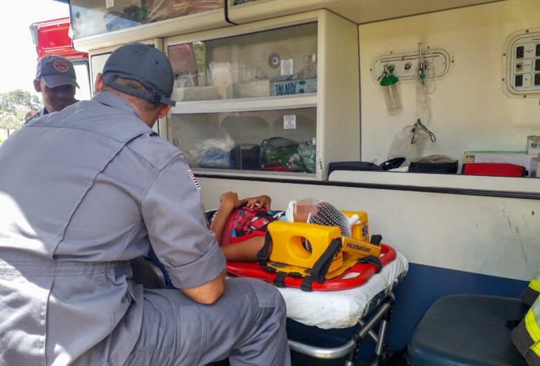Criança fica ferida em acidente de trânsito próximo ao shopping