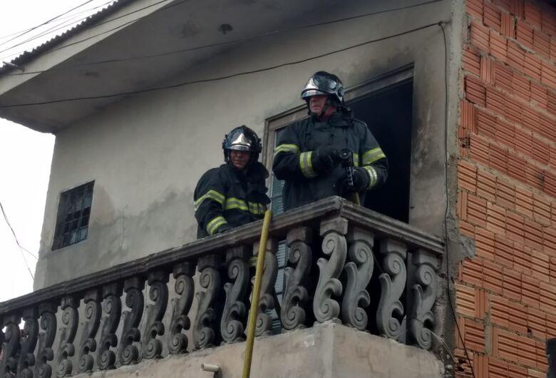 Princípio de incêndio danifica residência no Santa Felícia