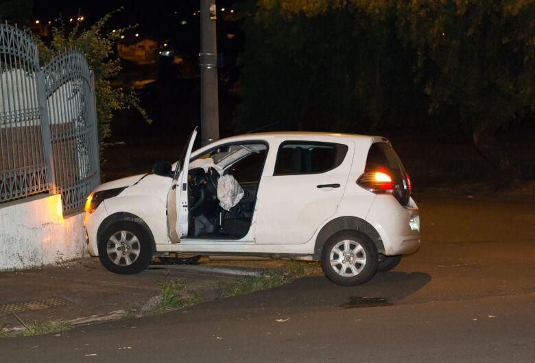 Motorista avança pare e causa acidente deixando duas pessoas feridas no Jardim Macarengo