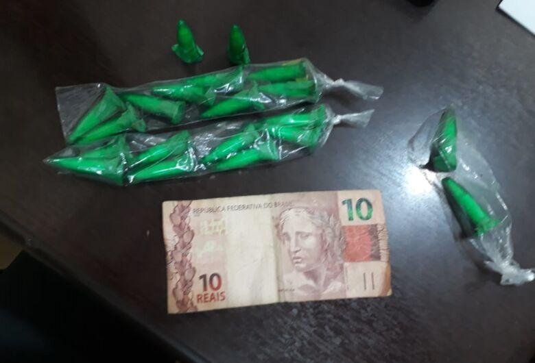 Homem é flagrado vendendo drogas no Jardim Beatriz