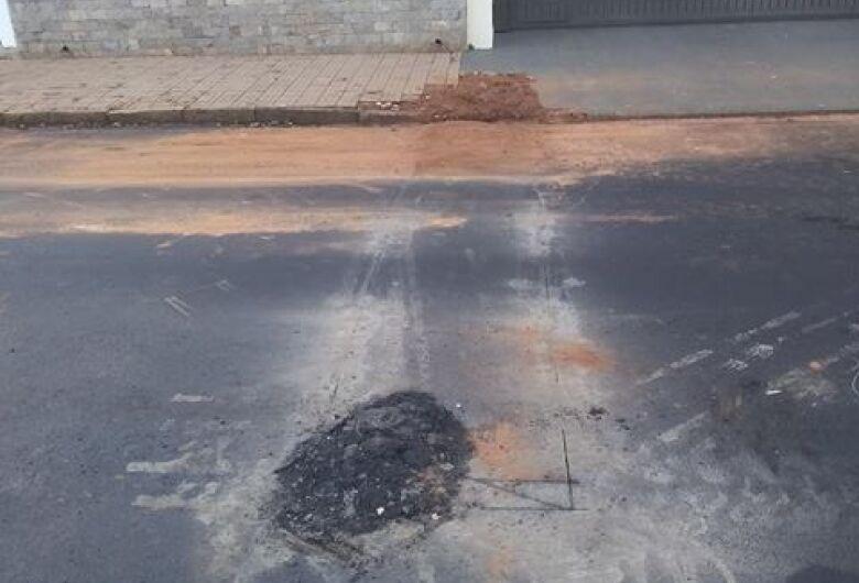 Funcionários do Saae estouram asfalto para 'manutenção preventiva'; leitor diz que falta planejamento