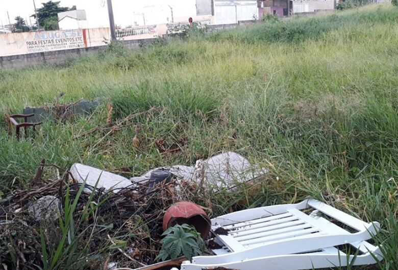 Terreno abandonado gera revolta na Vila Jacobucci