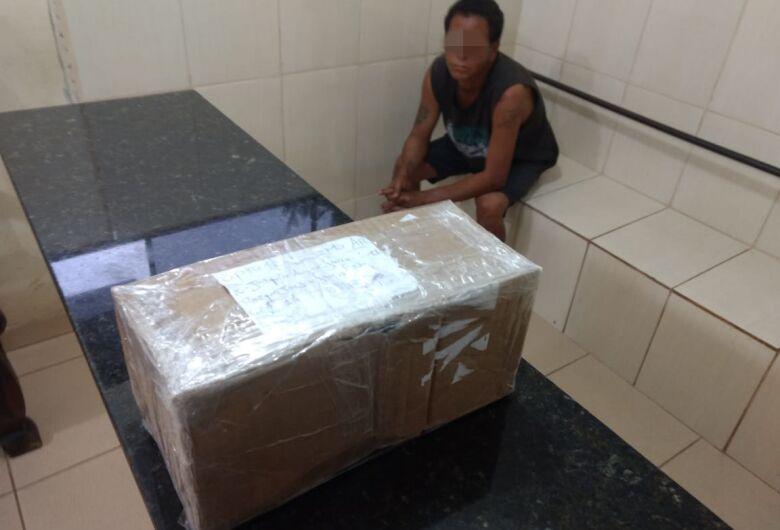 Suspeito é detido tentando se apropriar de pacote lacrado na Rodoviária