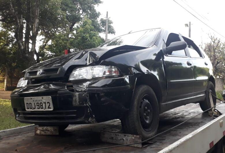 Ladrões assaltam serviços gerais e fogem; carro é encontrado após colisão no Aracy