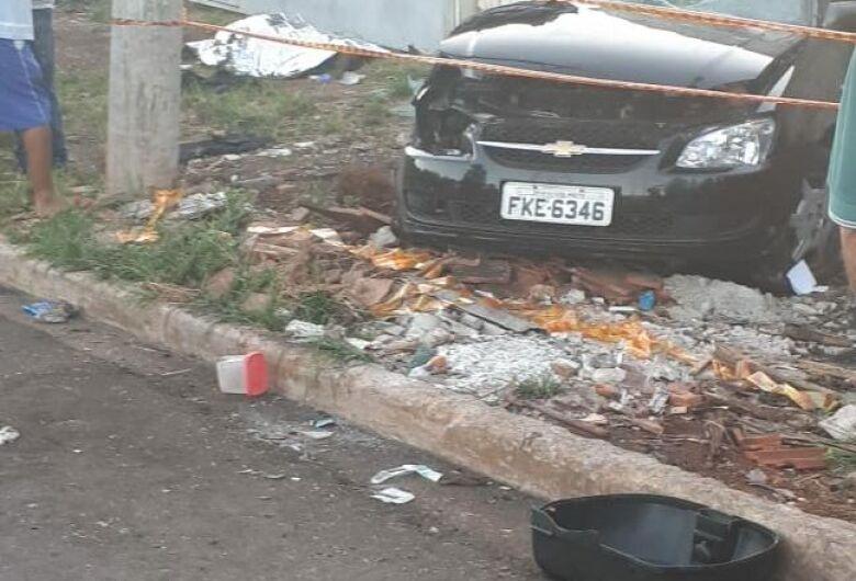 Após atropelar pedestre, motorista foge na contramão e mata motociclista