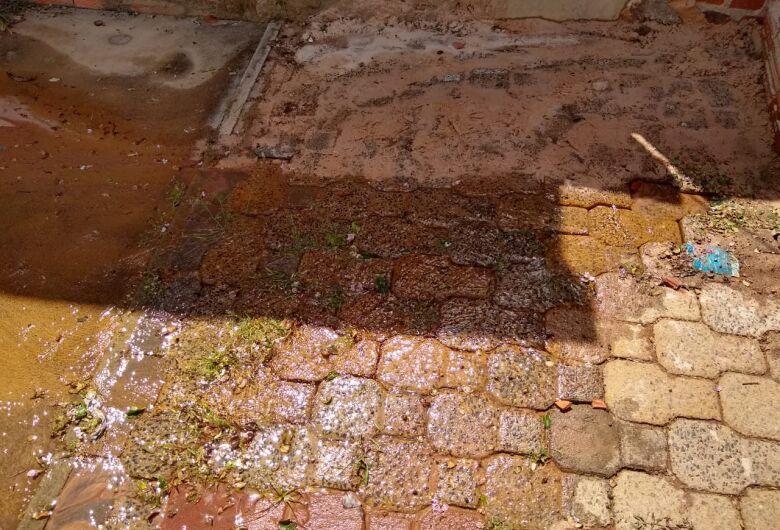 Saae ignora vazamento de água no Jardim Zavaglia
