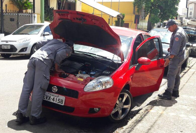 Gata entra em motor de carro na Avenida São Carlos