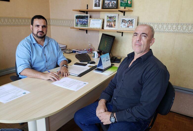 Julio Cesar se reúne com secretário em busca de melhorias na área