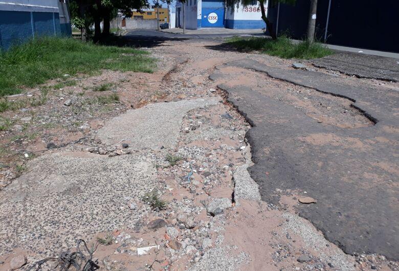 Vereador Sérgio Rocha faz apelo por asfalto no Parque São José